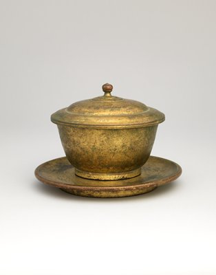 unembellished cup with lid and saucer; small finial on top of lid
