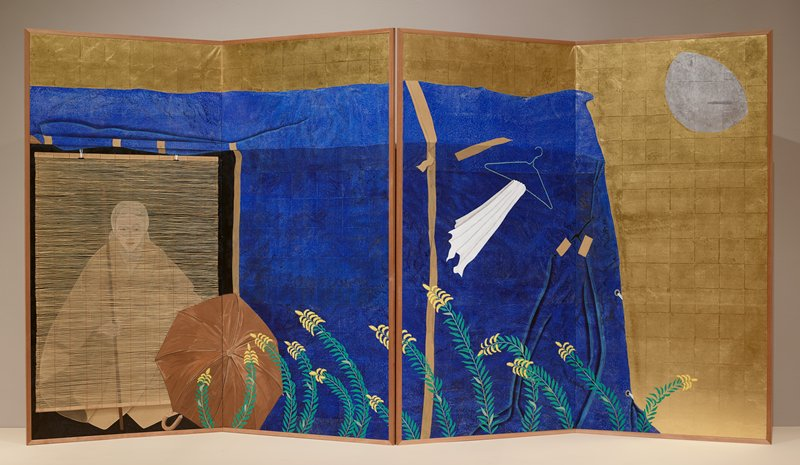 two-fold screen; seated figure with a staff behind bamboo blind at left; brown umbrella at center; yellow flowers in LRQ; blue sheet in background; gold at top