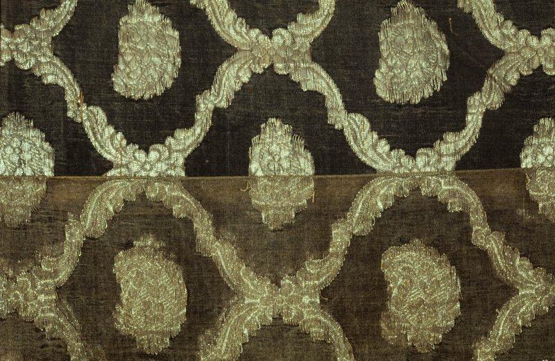 sari, green silk gauze. All-over diaper pattern woven in gold thread.