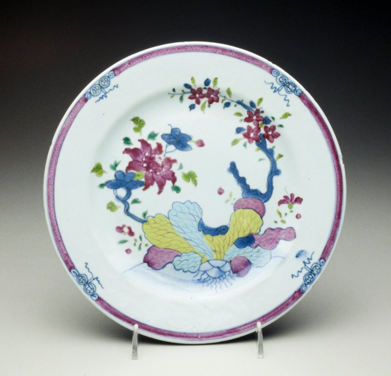 famille rose porcelain plate with floral decoration, red and blue floral border, gilt edge