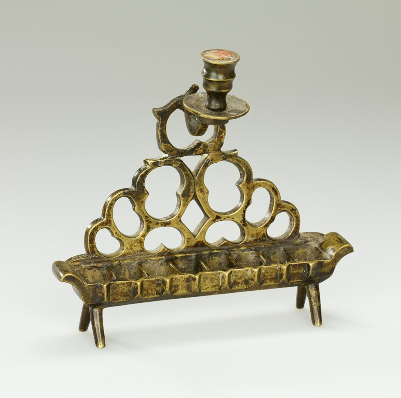 trough-like with 8 wells, on 4 splaying legs; organic openwork back section; top central candleholder